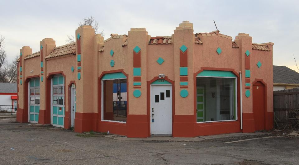 Howard's Sinclair Service Station in Loveland